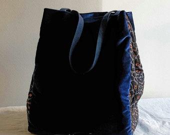Oversize tote in blue silk velvet  and  jacquard leopard design