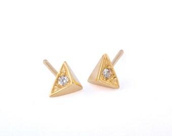 Pyramid stud earrings, Pyramid Post Earrings, Triangle Earrings, Gold Triangle Earrings, Triangle Post Earrings, Triangle Stud Earrings,