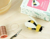 Bee Needle Felting Kit – Bee Brooch Craft Kit – craft set gift – felt bee brooch project – bee craft kit for adults - textiles project