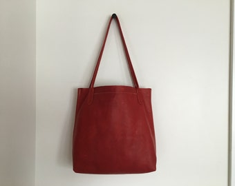 The Daily Tote- Red