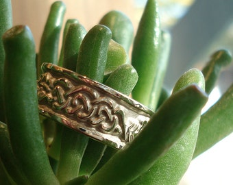 Cypress and Oak Celtic Knot - Forest Wedding Band - Leafy Wedding Ring - Celtic Wedding Band for Him - Wood Anniversary Band for Him