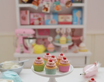 1:6 Play Scale Miniature Glittery Pastel Cupcakes for Blythe by Sweet Petite Shoppe