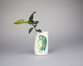 Mid Century Vase with Leaf Design / White Vase / Mid Century Vase / Palm Leaf Print / Mid Century Pottery / Pottery Vase / Modern Vase