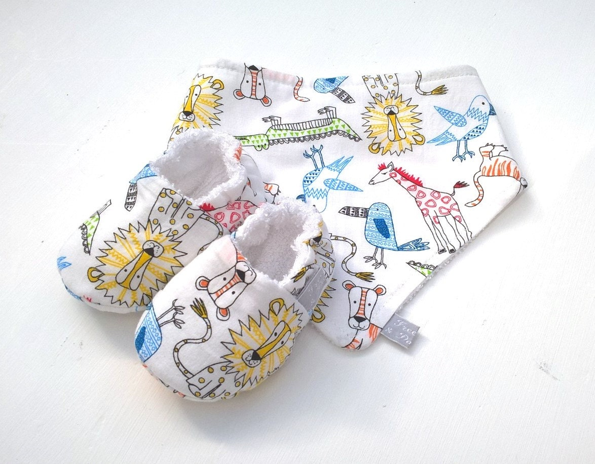 Neutral Baby Gift Sets : Baby gift set unisex zoo print bandana bib and shoes