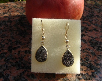 Druze earrings in sparkling black!