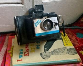 Vintage 1970s Polaroid Land Camera Super Shooter Instant Cameral with Strap Vintage Retro Home Decor Camera Collection Retro Camera