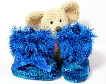 Blue handknitted baby booties, newborn to 3 months Tricotmuse