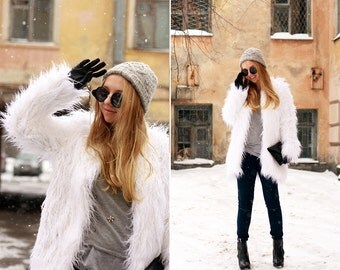 White faux fur coat / alpaca fur coat / llama fur coat / mongolian fur coat / shaggy coat/ fake fur coat