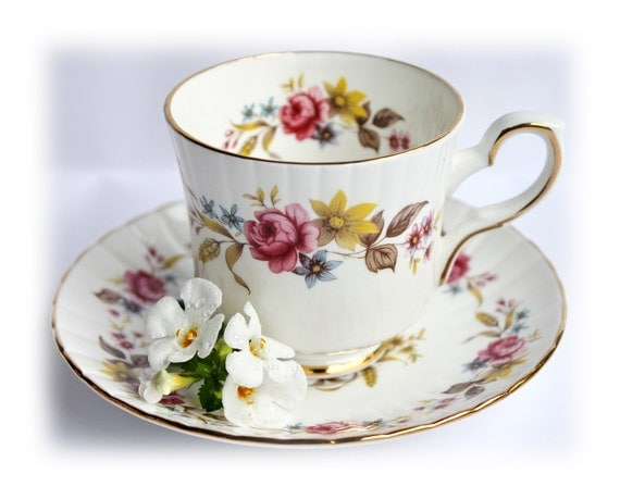 vintage roses tasse th porcelaine anglaise th floral coupe. Black Bedroom Furniture Sets. Home Design Ideas