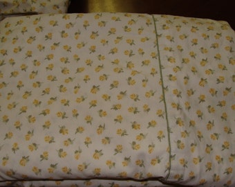 Vintage Twin bed flat sheet and fitted sheet/Shabby Chic/Roses