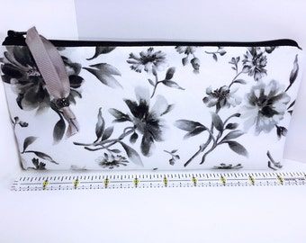 Black Roses Cosmetic Bag, Pencil Pouch, Pencil Case, Cute Zipper Pouch, Cosmetic Pouch, Pen Case, Makeup Pouch, Cosmetic Bag