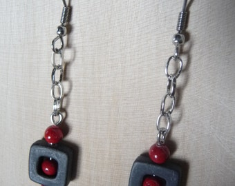 Dangling earrings black and Red