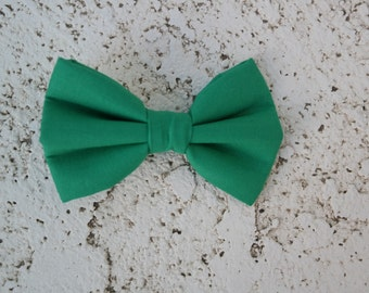 Green clip on bowtie