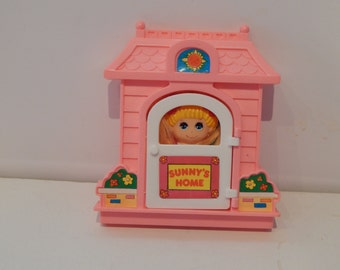 Vintage Dolly Pops Sunny's Home Pink house with Door and One Dolly Pop by Arco Made in Hong Kong 1980s