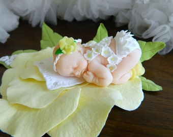Polymer Clay Baby Girl sleeping on the flower-Mini Baby Girl-Clay Baby-Sleeping Baby Cake Topper