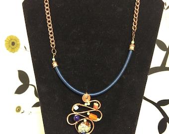 Loop Pendant necklace