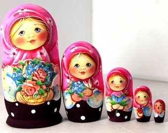 Nesting doll russian matryoshka babushka Pink shawl with flowers - kod45k