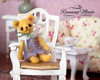 Miniature Needle felted teddy bear. Artist bear. Needle felted animal. Miniature teddy bear. Dollhouse miniature.