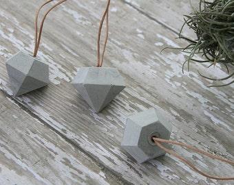 Concrete ornaments (3 diamonds)