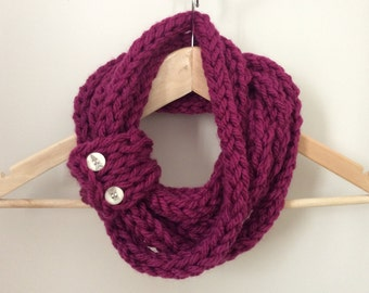 Infinity scarf - Cowl - Circle scarf - Knit - Finger-knit.