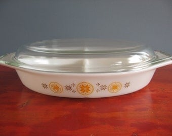 Vintage Pyrex Town & Country 1.5 QT Divided Dish With Clear Lid