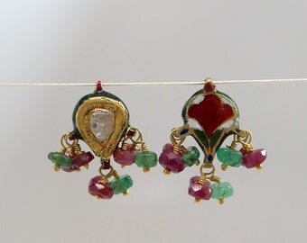 Very lovely antique 22 kt gold small pendant. Handcrafted in Rajasthan, India. Rare and Collectible. IGP04