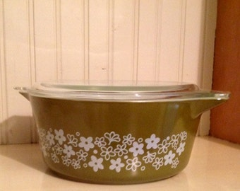 Pyrex Spring Blossom 2.5 quart, retro, avocado green, crazy daisy, cassarole, covered dish, midcentury