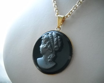 1960s Victorian Lady Cameo necklace; Cameo black/gris pendant in gold plated base; aluminium gold plated chain