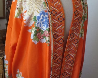 ON SALE Japanese Silk Robe Asian Style Frog Button Embellishments at Side Slits Size M/L