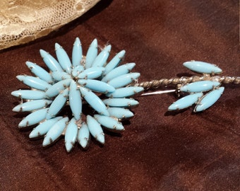 Vintage brooch light blue milky stones