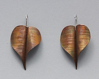 Copper earrings with sterling silver hook. Earrings hand forged, foldforming technique, size cm 4.5 x 2.5