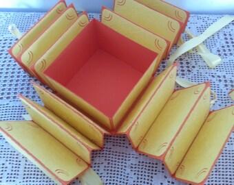 fotoalbum , box , butterflies , sunny yellow,fotoalbum , schachtel ,schmeterlinge ,gelb,exploding box