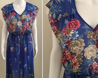 Breezy 70's dress. Sweet V neck, cap sleeve, dusky pinks on cornflower blue. Size 8/10/12