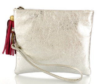 Lisa Clutch. Elegant clutch in soft silver leather, for hand wear. Free Shipping !!!