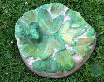 Concrete bird bath - Outdoor bird bath - Leaf bird bath - Concrete art - Concrete garden decor - Garden art - Outdoor garden