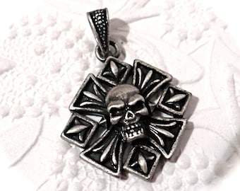 Pewter Skull Pendant Jewelry Supplies Goth Supply RB-141