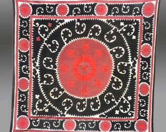 "VIntage WALLHANGING, UZBEK SUZANI/Embroidery, Central Asia, 1970s, 4' 6 "" x 5'"
