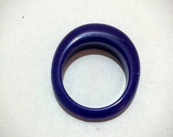 Vintage Lucite ring cobalt blue Mod design size 6