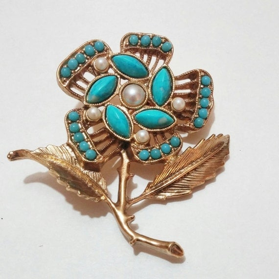1970 39 s turquoise flower brooch vintage costume jewelry for Turquoise colored fashion jewelry