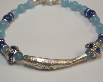 Beaded,hand made beaded bracelet w. Aqua, lapis