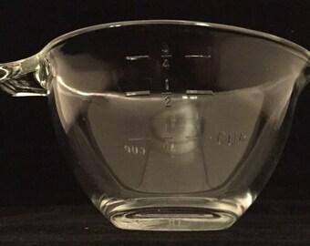 Vintage Pyex tear drop measureing cup