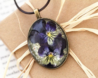 Viola Tricolor Resin Pendant Necklace - Real flower preserved in resin, Pressed Flower Jewelry, Handmade Necklace