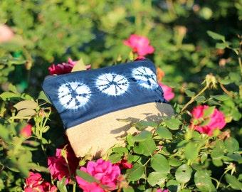 Indigo Shibori Pouch bag. Burlap Makeup Case. Gift for her: hand dyed Indigo pouch, blue bag, Travel gift, boho bag, women gift, summer bag.