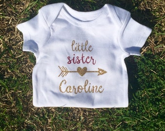 Little Sister & Name Baby Short-Sleeve Onsie / Arrow / Deeper Waters