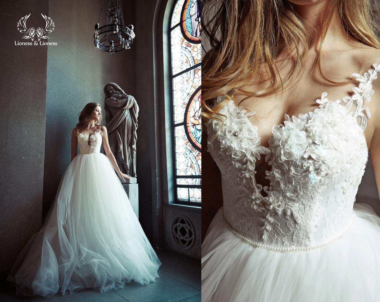 Princess Ball Gown Wedding Dress: Ball Gown Wedding Dress. Tulle Wedding Dress. Wedding Dress