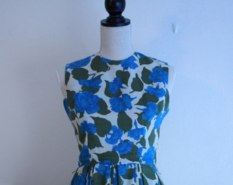 Vintage 60s dress / Early 1960s blue floral day dress