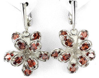 White Gold Earrings 14 k on Silver 925, flowers, intense orange garnets natural of Mozambique