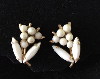 Vintage Milkglass Flower Clip Earrings