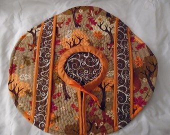 Wonderful Fall Quilted Casserole/Food Carrier with Foxes!!!!!