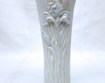 """Vintage Woodland White and Pale Blue Floral Ceramic Vase 8.5"""""""
